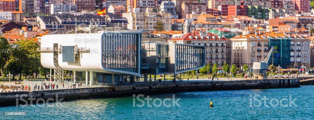Centro de exposiciones del Centro botín y el centro de Santander, España - foto de stock