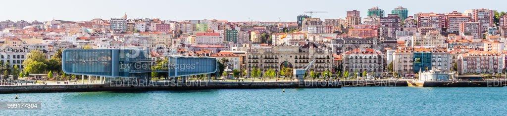 Centro Botin Museo panorama en el puerto de Santander, España - foto de stock
