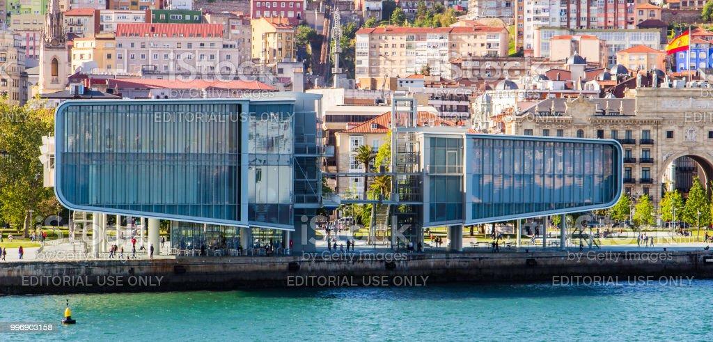 Cerca de Museo del Centro botín en el puerto de Santander, España - foto de stock