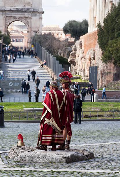 centurion und tribune - toga kostüm stock-fotos und bilder