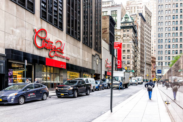 century 21 department store in nyc manhattan lower financial district downtown, nyse - number 21 stock photos and pictures