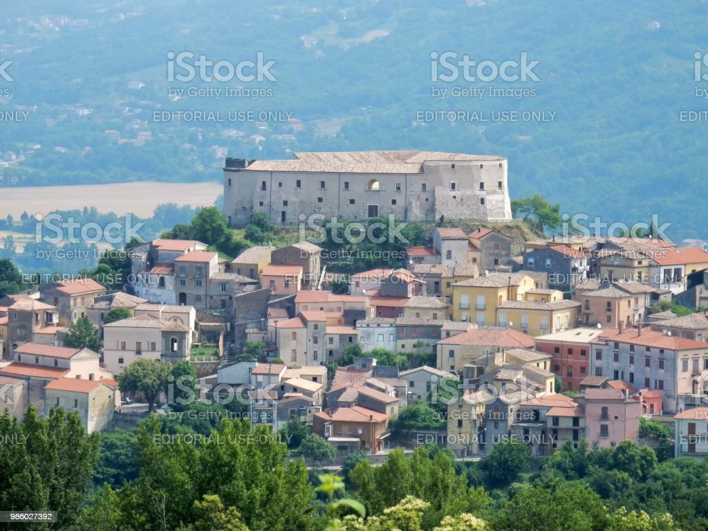 Ceppaloni - Panorama of the castle - foto stock