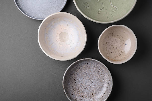 ceramic bowls on grey background - 도예 뉴스 사진 이미지