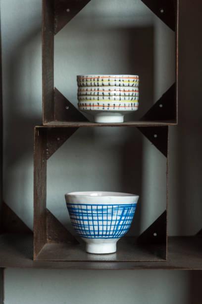 keramik cup - bemalte tontöpfe stock-fotos und bilder