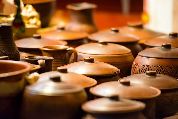 potes de cerâmica da argila - cerâmica artesanato - fotografias e filmes do acervo