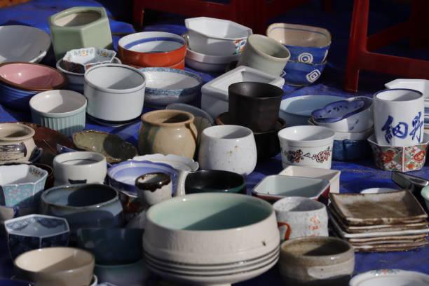Keramikverkauf auf dem vietnamesischen Markt – Foto