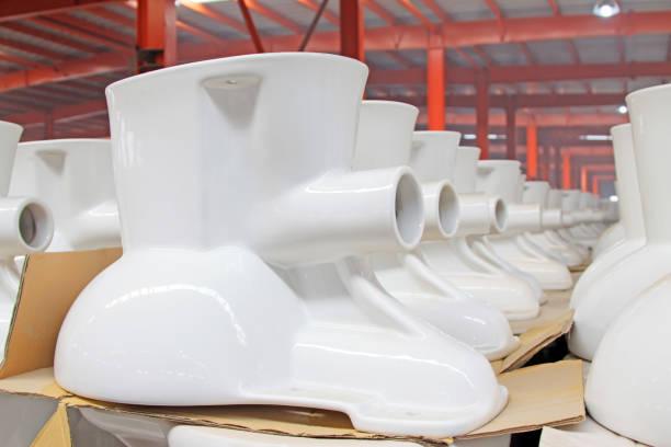 WC-Keramik halbfertige Produkte in einer Fabrik – Foto