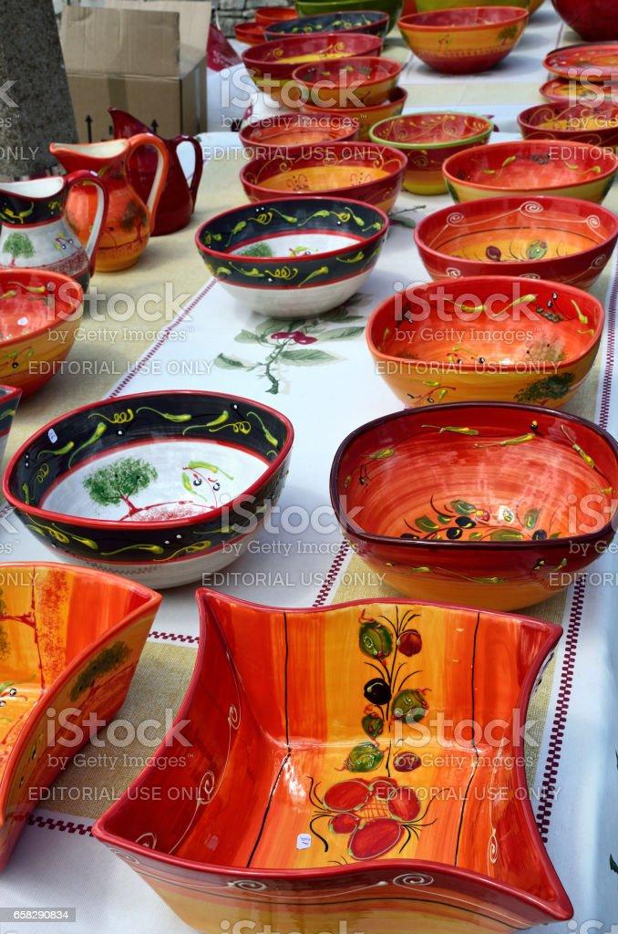 Keramik Geschirr Am Wochenmarkt In Provence Frankreich Stockfoto Und Mehr Bilder Von Alt Istock