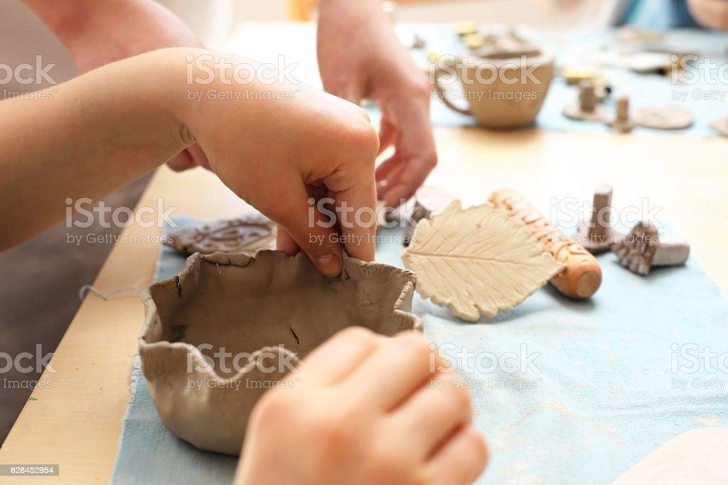 Taller de cerámica para niños - foto de stock