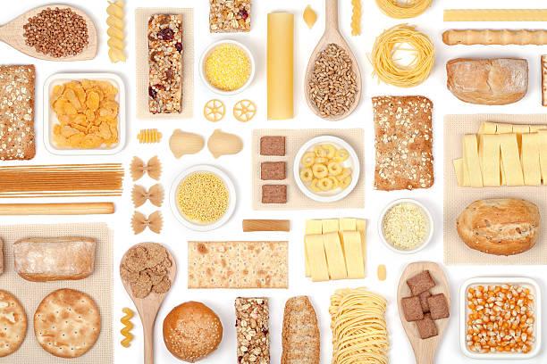 Cereales sobre fondo blanco - foto de stock
