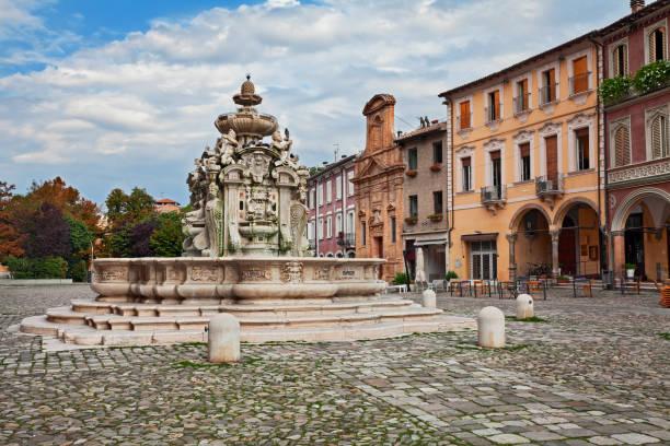 cesena, emilia-romagna, i̇talya: antik çeşme fontana del masini (16. yüzyıl) - çeşme i̇nsan yapımı yapı stok fotoğraflar ve resimler