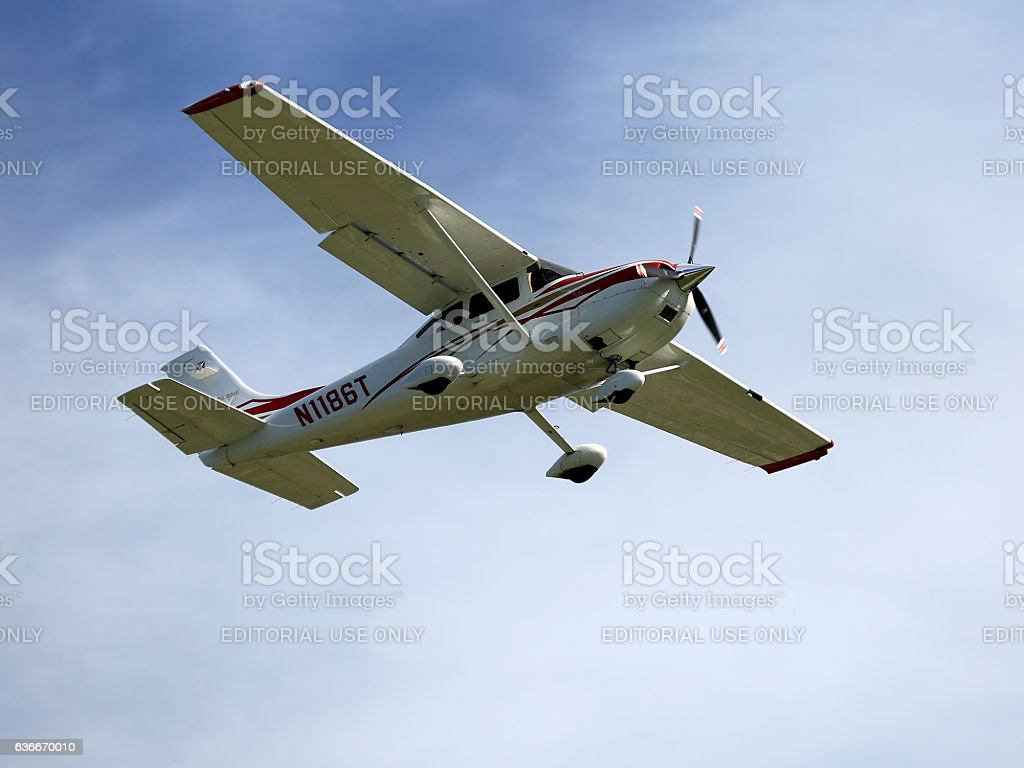Cessna 182 Landing at Sarasota International Airport stock photo