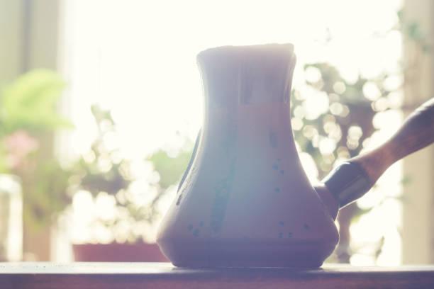 cezve 터키어 커피를 만들기 위해 특별히 설계 된 냄비는 - 커피 마실 것 뉴스 사진 이미지