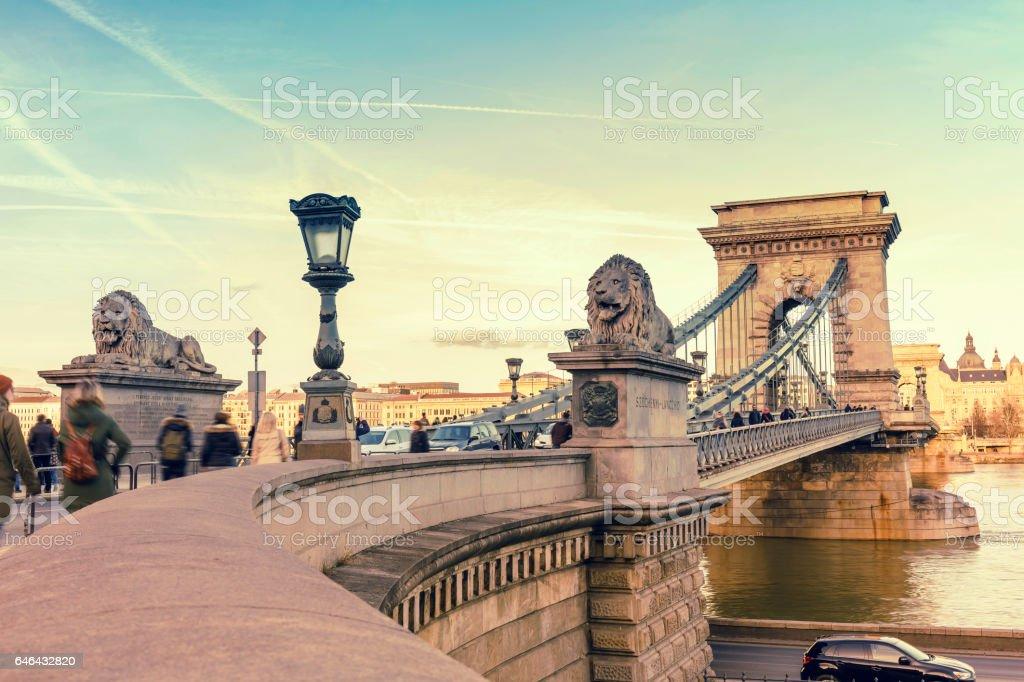 Kettenbrücke in Budapest bei Sonnenuntergang – Foto