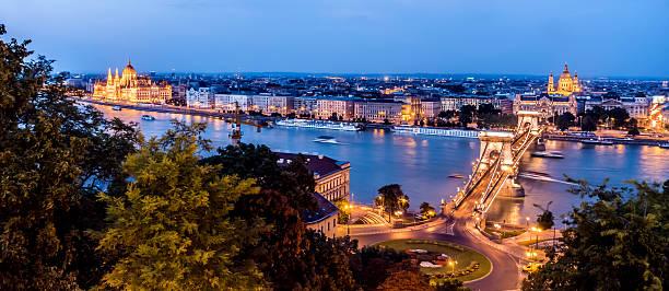 chain bridge budapest hungary dusk horizontal night parliament országház - eastern european culture stock photos and pictures