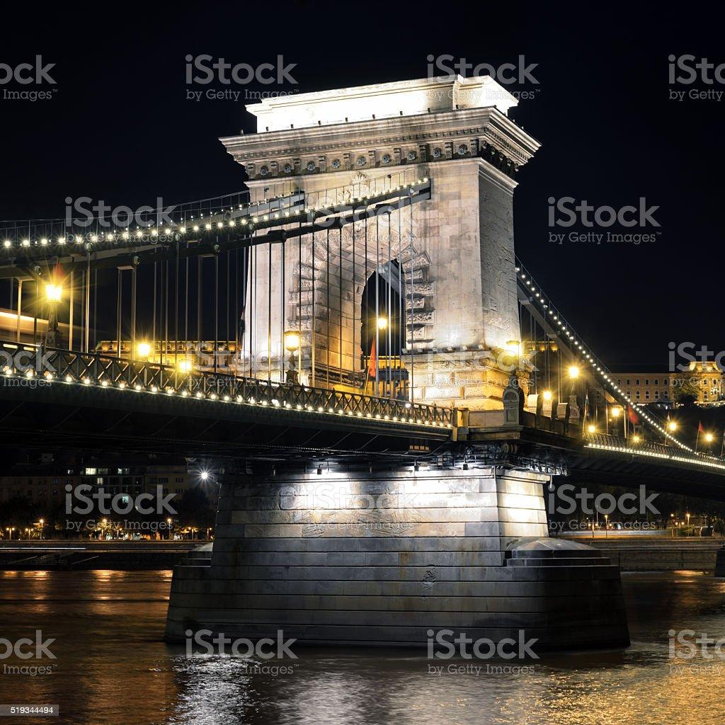 鎖橋のブダペスト - イルミネーションのロイヤリティフリーストックフォト