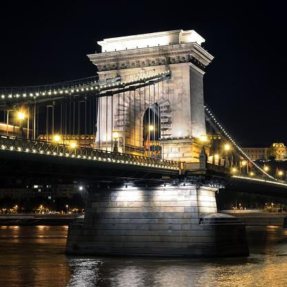 鎖橋のブダペスト - イルミネーションのストックフォトや画像を多数ご用意