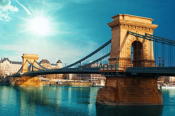 chain pont - hongrie photos et images de collection