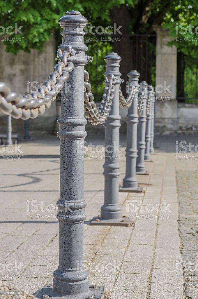 Totempfähle Nahaufnahme Zaun Und Kette Stockfoto 478567754 | iStock