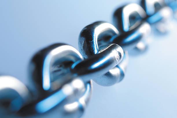 con catena - anello catena foto e immagini stock