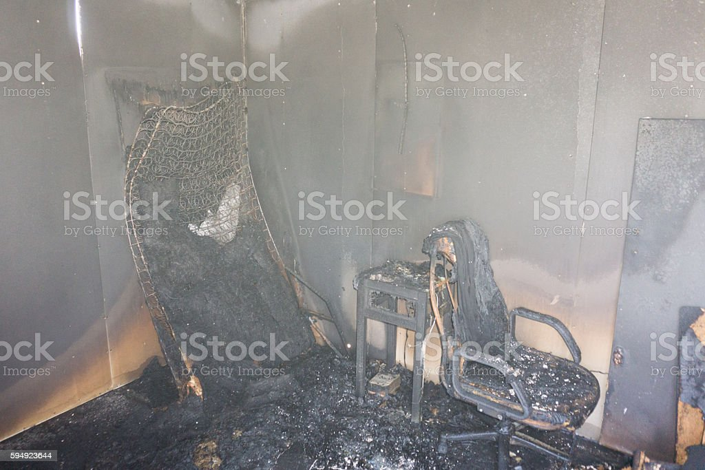 chair and furniture in room after burned by fire – Foto