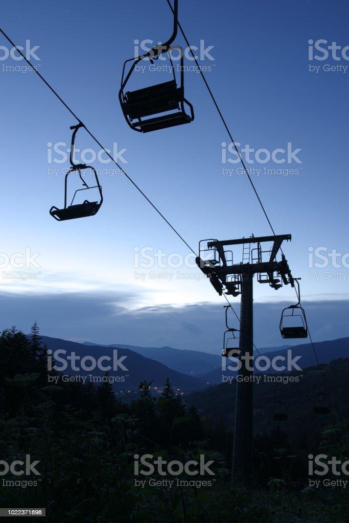 Chair lift in Abetone, Pistoia, Tuscany, Italy 2:3 - Foto stock royalty-free di Ambientazione esterna