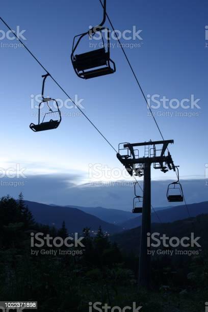 Chair lift in Abetone, Pistoia, Tuscany, Italy 2:3 - Стоковые фото Без людей роялти-фри