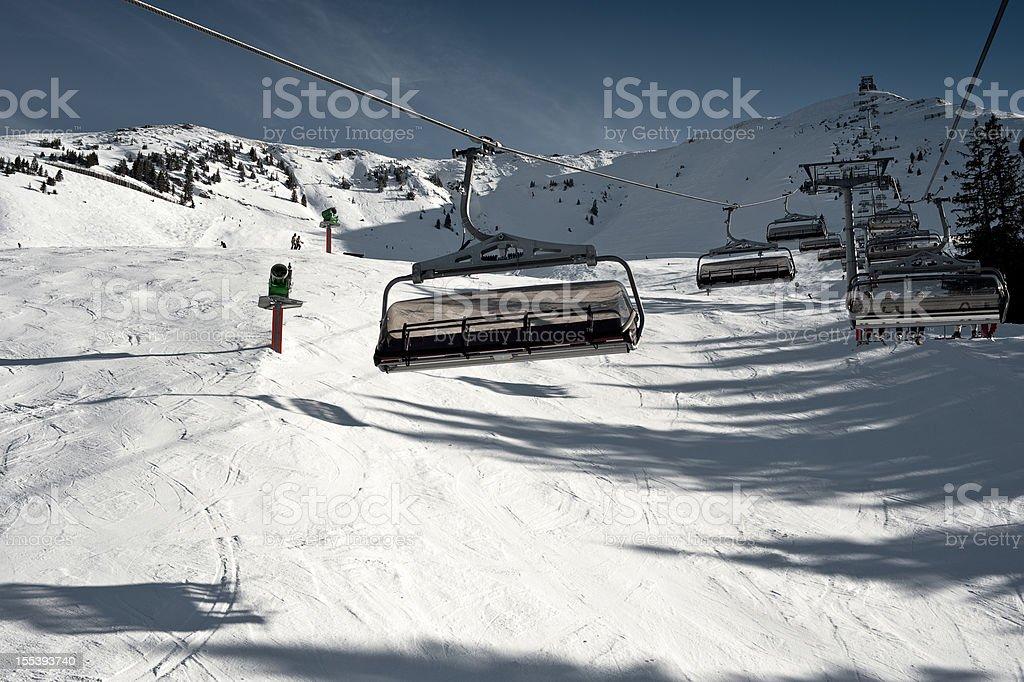 Lift Kitzbühel Mountain Resort und Alpine Ski Piste mit Snowgun – Foto
