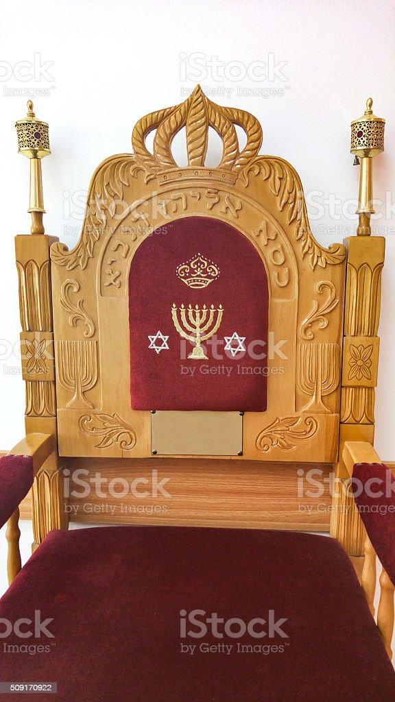 , Vorsitzender der Verstümmelungspraktiken. Text-Stuhl von Elijah des Propheten – Foto