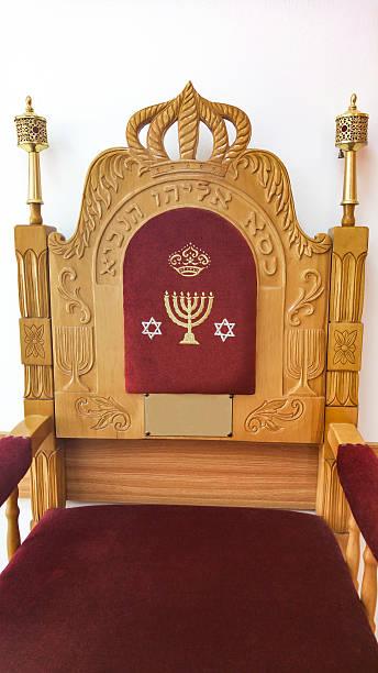 fauteuil de ces mutilations. texte fauteuil de élie le prophète - circoncision photos et images de collection
