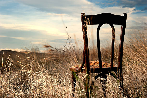 Stuhl in den Feldern – Foto