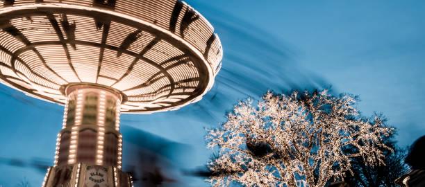 stol swing rida på liseberg nöjes park på natten. - liseberg bildbanksfoton och bilder