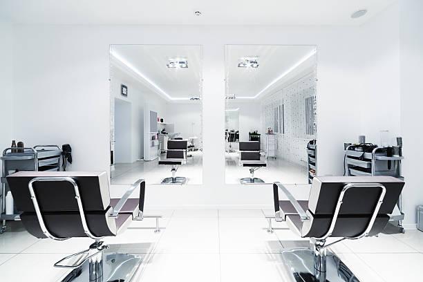 椅子と鏡 - 美容院 ストックフォトと画像
