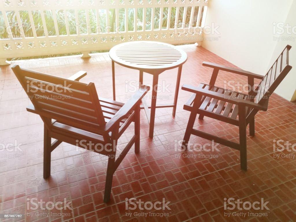 Tono Terraza : Fotografía de sillas y mesa redonda en la terraza de la habitación