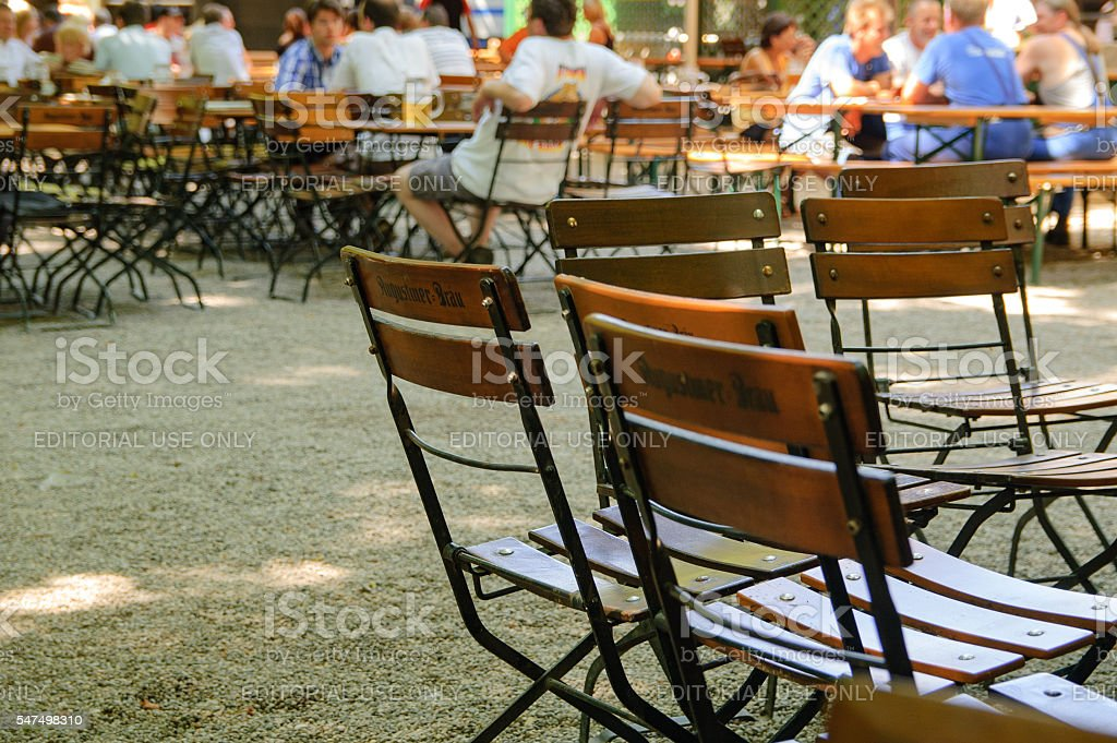 Chairs in a Beergarden in Munich, Germany - foto stock