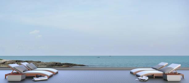chaise lounge im freien blick aufs meer und himmel in urlaub - schwimmbad nrw stock-fotos und bilder