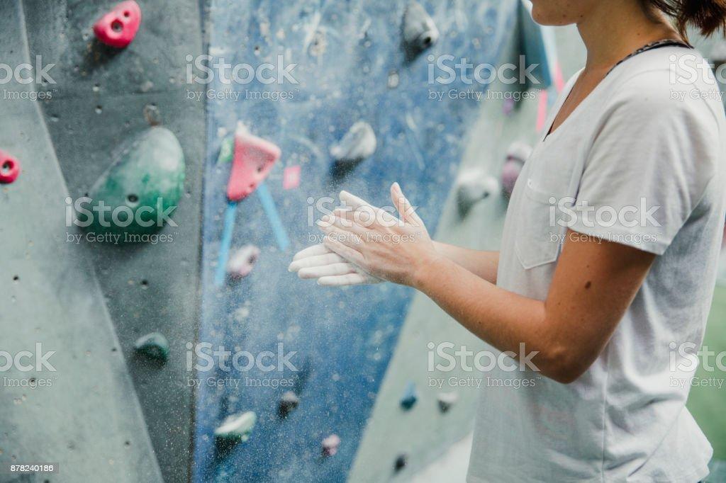 Kreidung Hände bereit zum Klettern – Foto