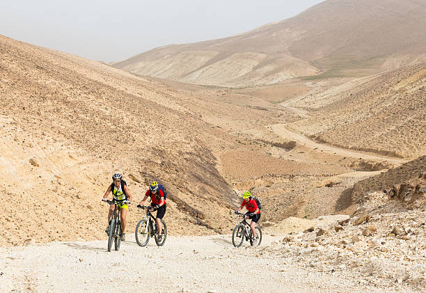 challenge of jordan desert valleys - three roads uphill bildbanksfoton och bilder