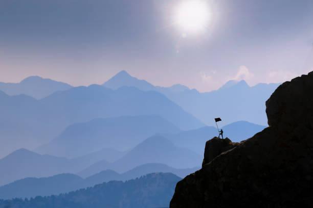 challenging mountains, obstacles and spectacular fascinating landscapes - przewodzić zdjęcia i obrazy z banku zdjęć