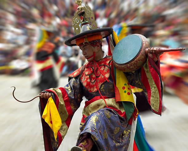 Cham dancer paro tsechu kingdom of bhutan picture id545664986?b=1&k=6&m=545664986&s=612x612&w=0&h=sjjprrb6mvmrw5q smkwrexvnx1y5pljwfjuknv 6 4=