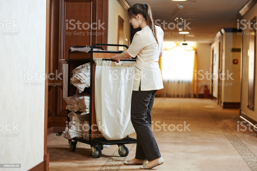 chambermaid im hotel – Foto