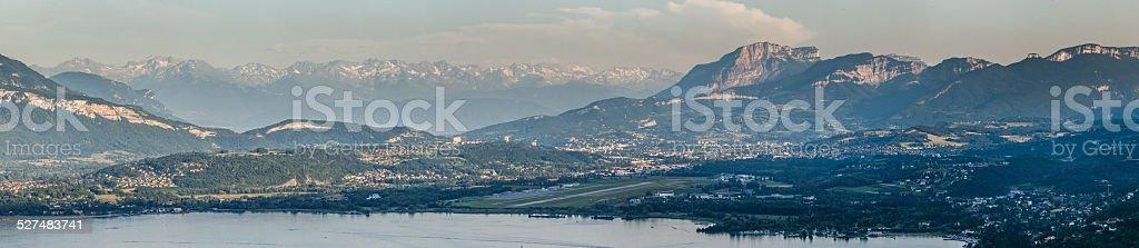 Chambery et «le lac du Bourget. - Photo