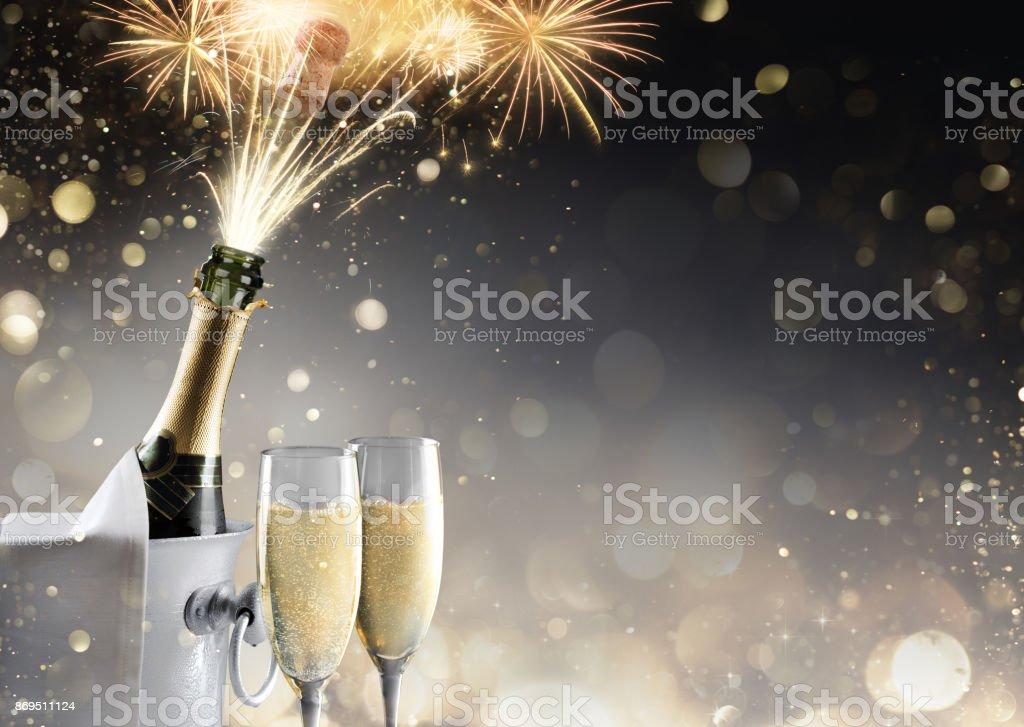 Champanhe e fogos de artifício para celebração espumante - foto de acervo