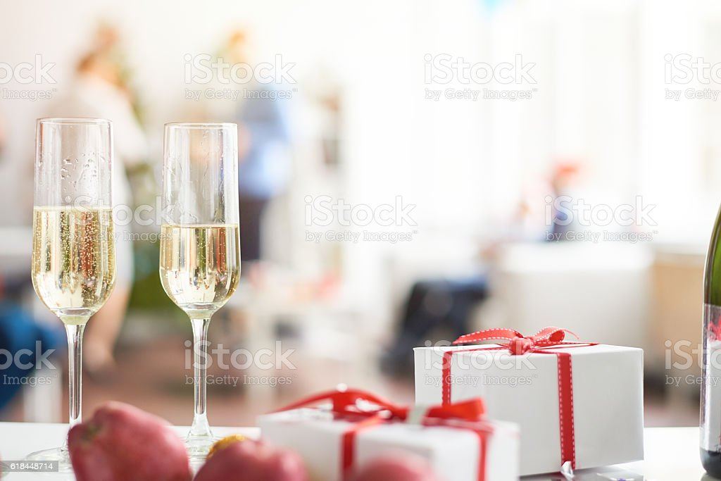 Champagne and presents - Photo