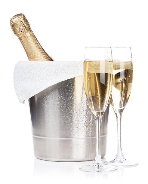 flasche champagner und zwei gläser - sektglas stock-fotos und bilder