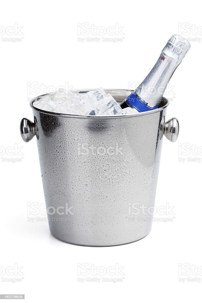 Garrafa de Champagne no balde de gelo - foto de acervo