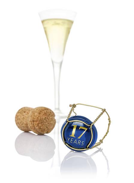 Tappo di Champagne con la frase 17 anni - foto stock