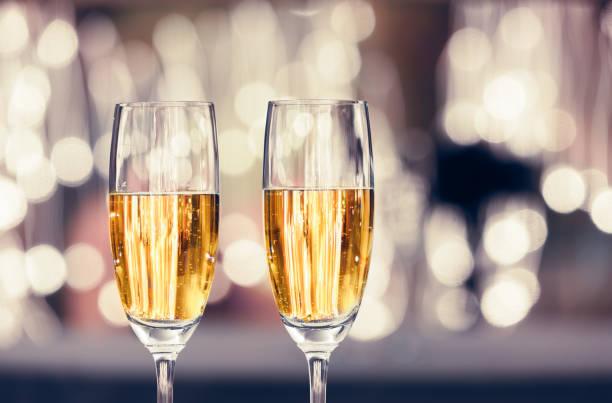 champagner-feier - sektglas stock-fotos und bilder