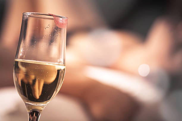 Glas Champagner mit einem Lippenstift – Foto