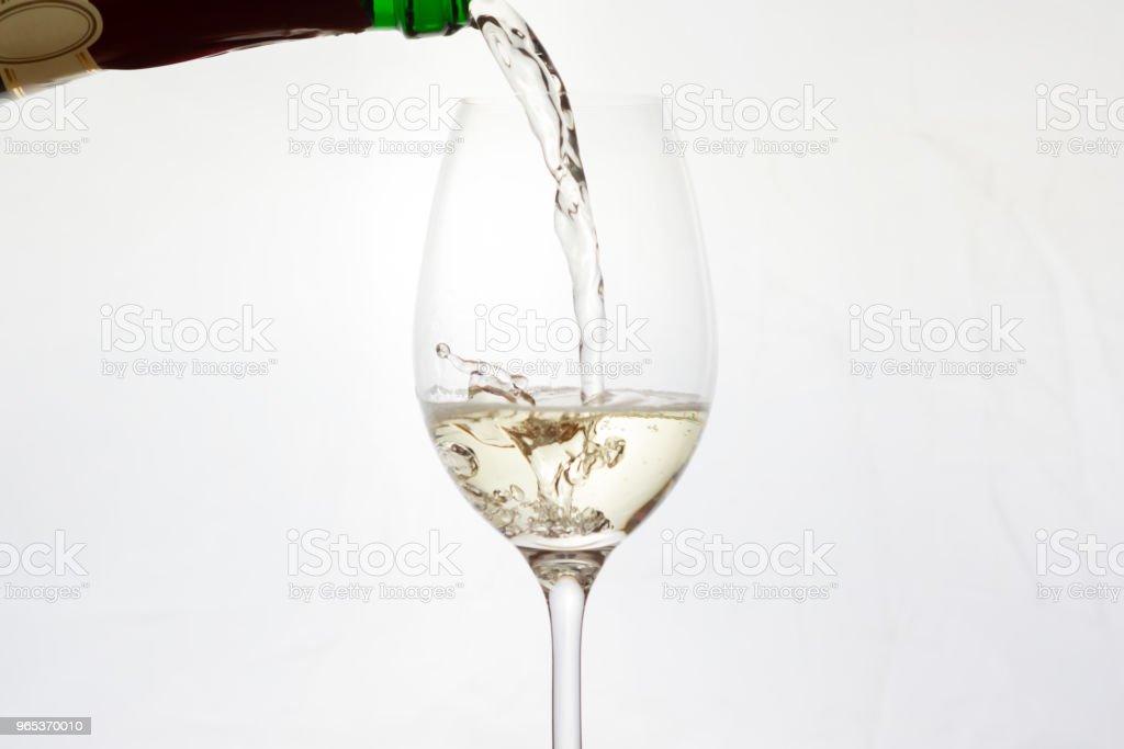Champagne pouring into a glass with splashing zbiór zdjęć royalty-free